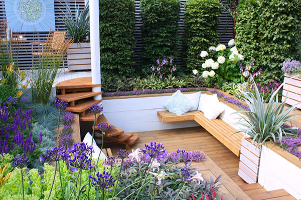 Fencing derby making the most of your decked area for Decor paysagiste jardin